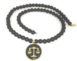 گردنبند ترازوی عدالت با ورق روکش طلا_رنگ مشکی